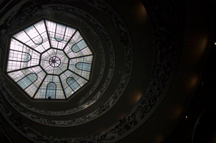 ヴァチカン美術館にて。 巨大なケーキの内側にいるみたい。