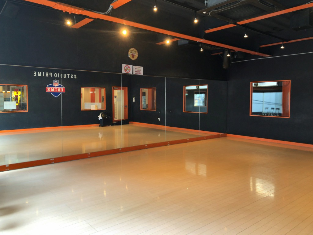 どこでもスタジオ第3弾。 ダンススクールのスタジオで、背景2通りのポートレート撮影。