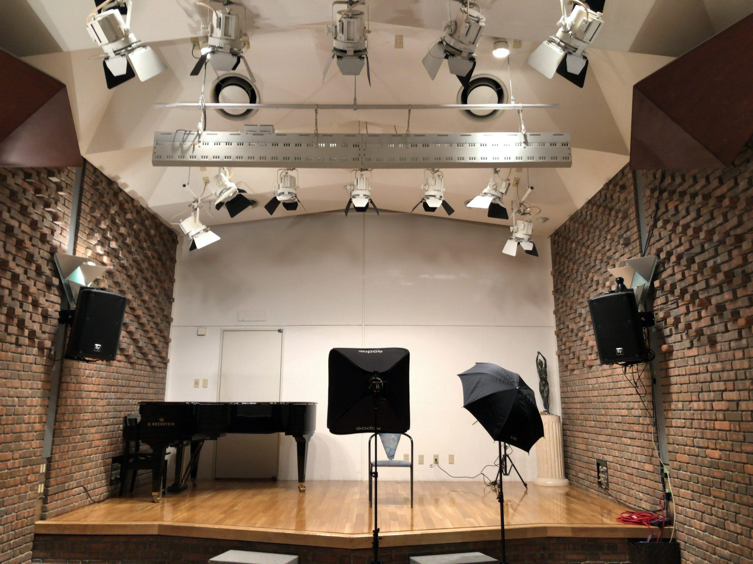 どこでもスタジオ第6弾。小ホールでプロフィール撮影❣